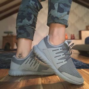 Adidas tubular radial in boys size 6, women's 7.5
